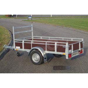 """Twins Trailers aanhangwagen TA09H-E11, Lxb 307x157cm. Bruto 750kg bruto (520kg netto). Laadvloerhoogte circa 54cm. Bruin betonplex borden met railing en voorrek. Banden 13"""". Enkelas ongeremd"""