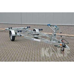 Enkelasser sportboottrailer Kalf Basic 1800-62 afmeting 620x210cm met een bruto laadvermogen van 1800kg (1420 netto)