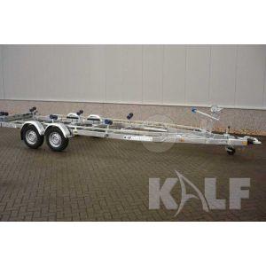 Tandemasser sportboottrailer Kalf Basic 2700-72 afmeting 720x230cm met een bruto laadvermogen van 2700kg (2050 netto)