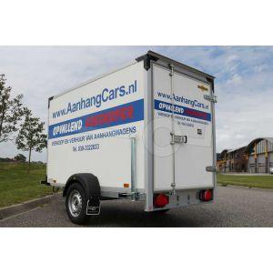 Verhuur gesloten aanhangwagen, Bakafmeting 251x132x152 (lxbxh), Netto laadvermogen 365kg (B rijbewijs), 2 dagdelen