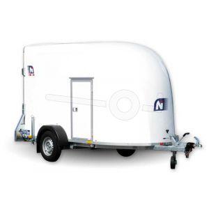Blyss gesloten aanhangwagen (lxbxh) 339x151x185cm, model NIKI, Bruto 1300kg (790kg netto), Kleur wit, Neergaande achterklep en één zijdeur, Enkelas geremd, Banden 165R13