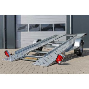 Blyss Daytona 1300 kantelbare autoambulance aanzicht rechter achterzijde met gekantelde laadvloer