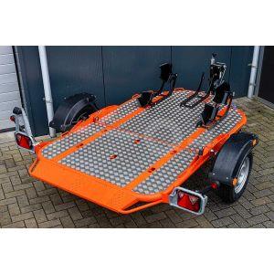 Cochet Uno verlaagbare motortrailer opvouwbaar met traanplaat laadvloer en oranje chassis