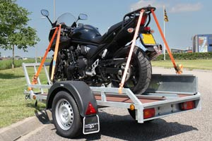 Verhuur van motortrailers voor één tot twee motorfietsen