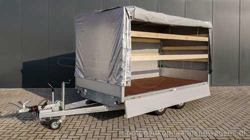 Eduard plateauwagen voorzien van huif